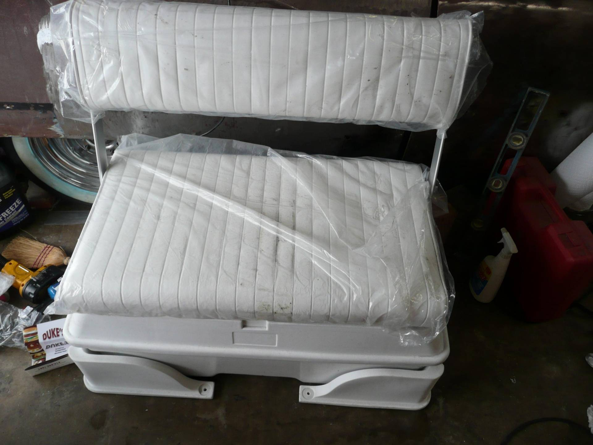 Moeller Deluxe Swing Back Cooler Livewell Seat Bloodydecks