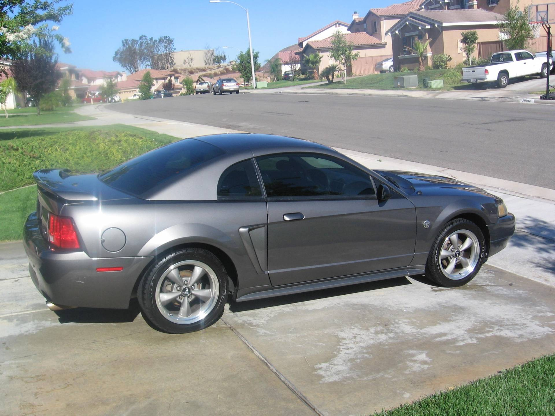 2004 mustang v6 40th anniversary bloodydecks. Black Bedroom Furniture Sets. Home Design Ideas