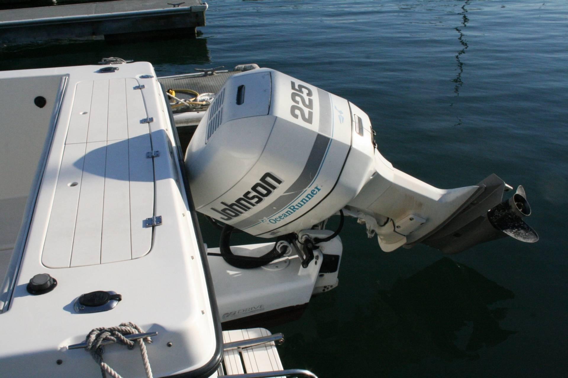 Johnson 225 Hp Ocean Runner 2 Stroke Outboard Motor For