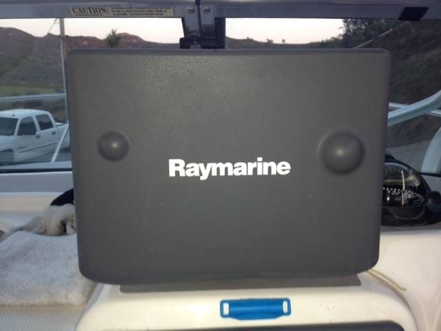Raymarine C80 w/Trunnion Mount | Bloodydecks