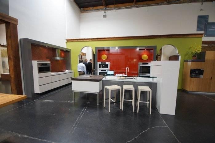 red kitchensm.jpg