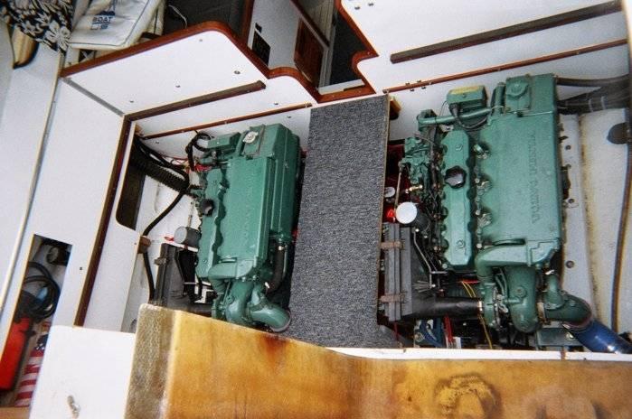 27 Chris Craft Twin Diesel Inboard Bloodydecks