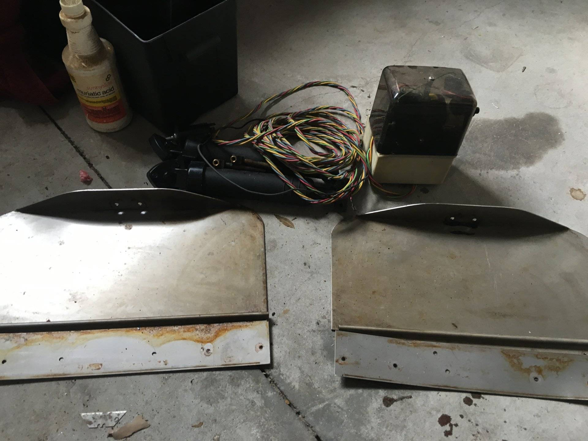 fs bennett tabs bait tank prop electronics anchors more si tex cvs 111 plotter fishfinder thru hull transducer worked great no wiring harness for an 18 pack cl s misc galvanized anchors some chain