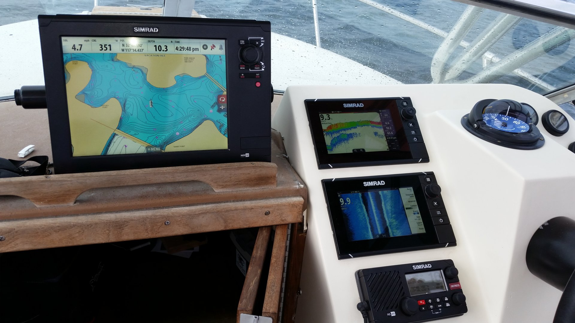 1981 Sea Ray loaded with Simrad Electronics | Bloodydecks
