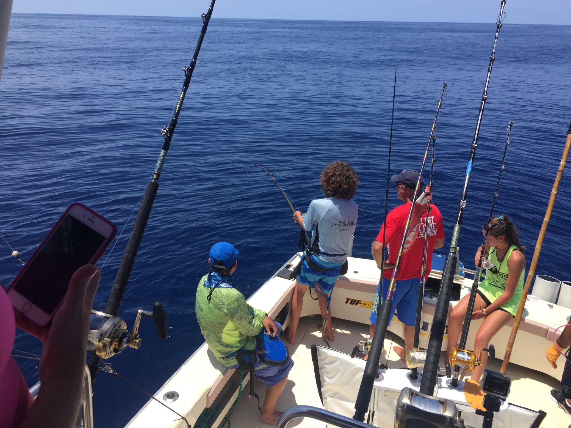 Bigger tuna still around cabo and good blue marlin fishing for Tuna fishing games