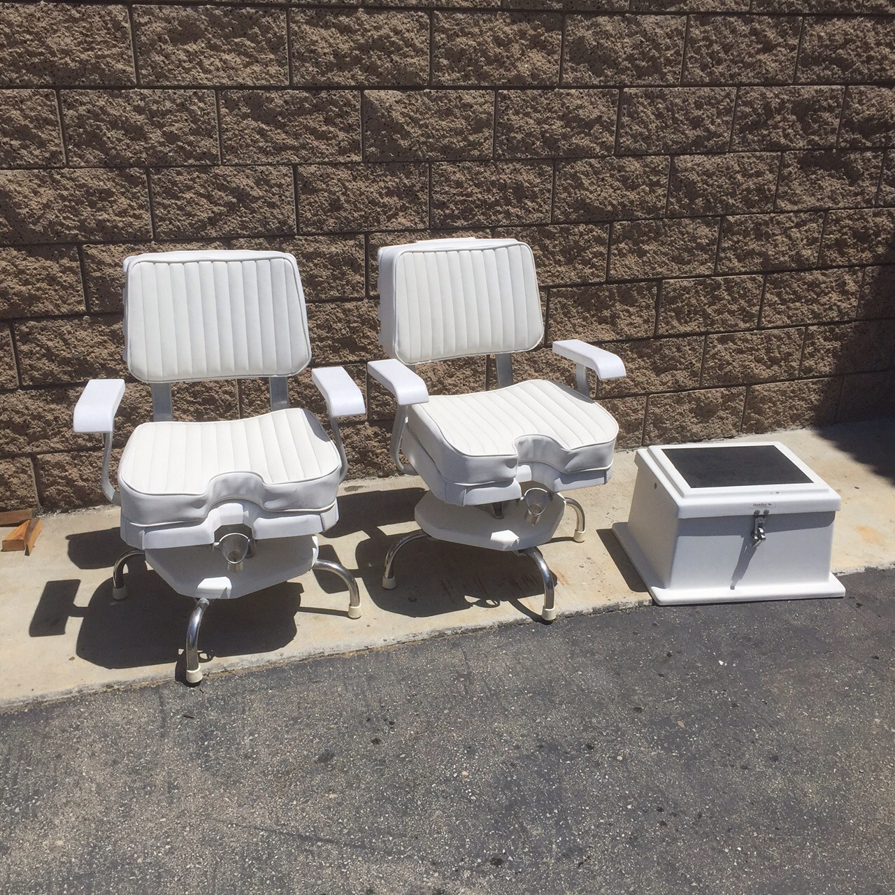 Gentil 2 Portable Pompanette Fighting Chairs Cushions Recently Replaced Both Chairs  In Great Condition Stored Inside $450 Each Or $800 For Both