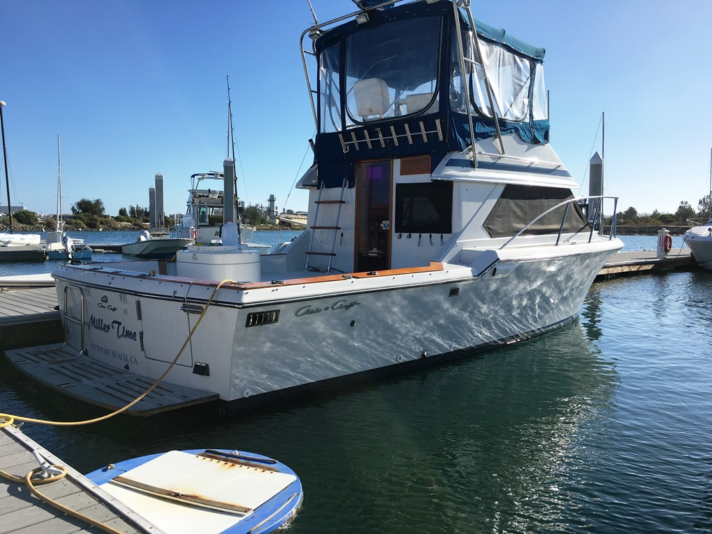 sold ** fs 1988 chris craft 315 commander sport fish bloodydecks Chris Craft  Marine Engines